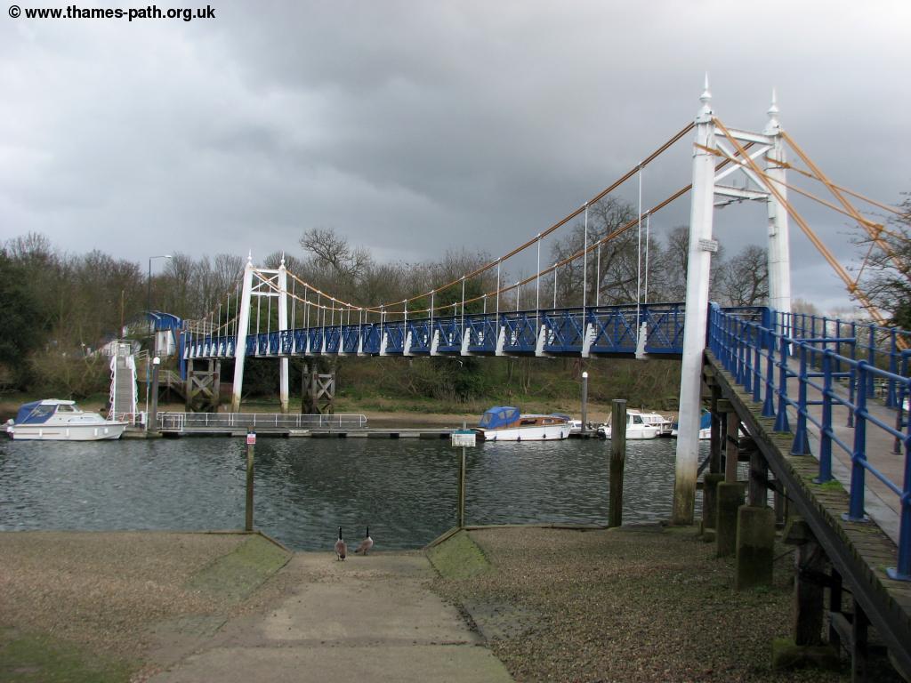 The Thames Path Barnes To Teddington