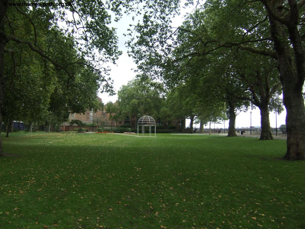 the thames path island gardens to embankment