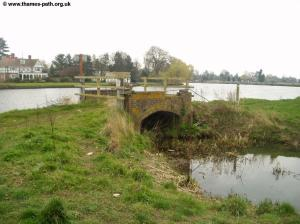 An odd bridge between Cookham and Bourne End