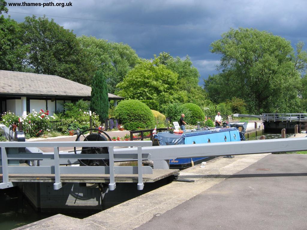 The Thames Path - Tadpole Bridge to Lechlade
