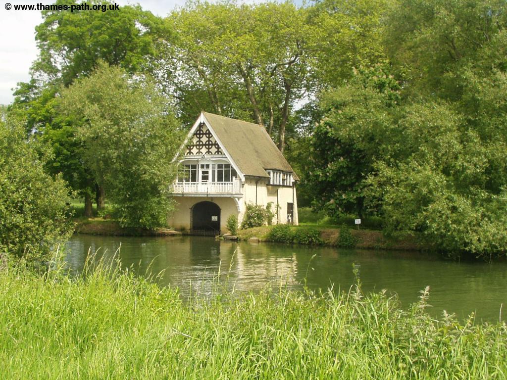 The Thames Path Abingdon To Oxford