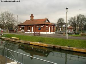 The Thames Path Richmond Hampton Court